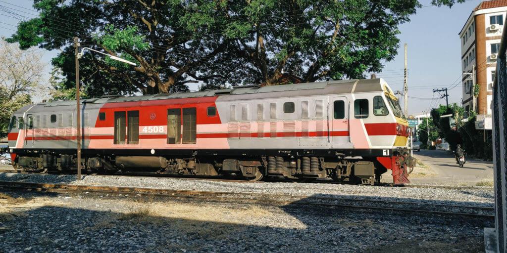 รถไฟ และ การเดินทาง ของวรธน